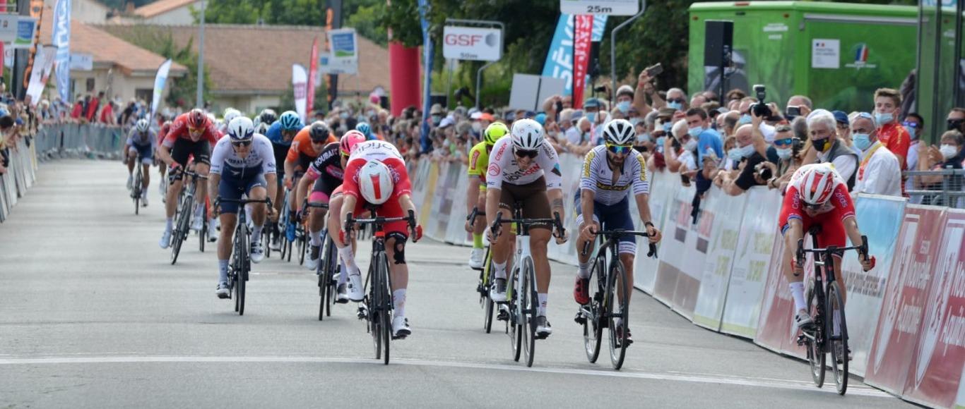 Victoire de Elia Viviania sur le Tour du Poitou Charentes